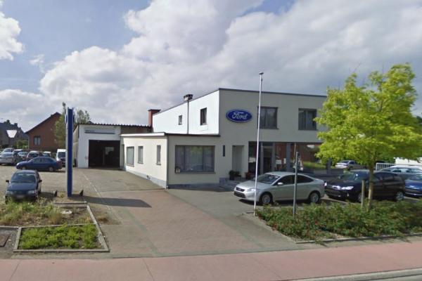 Garage Doumen buitenkant pand parkeerplaats