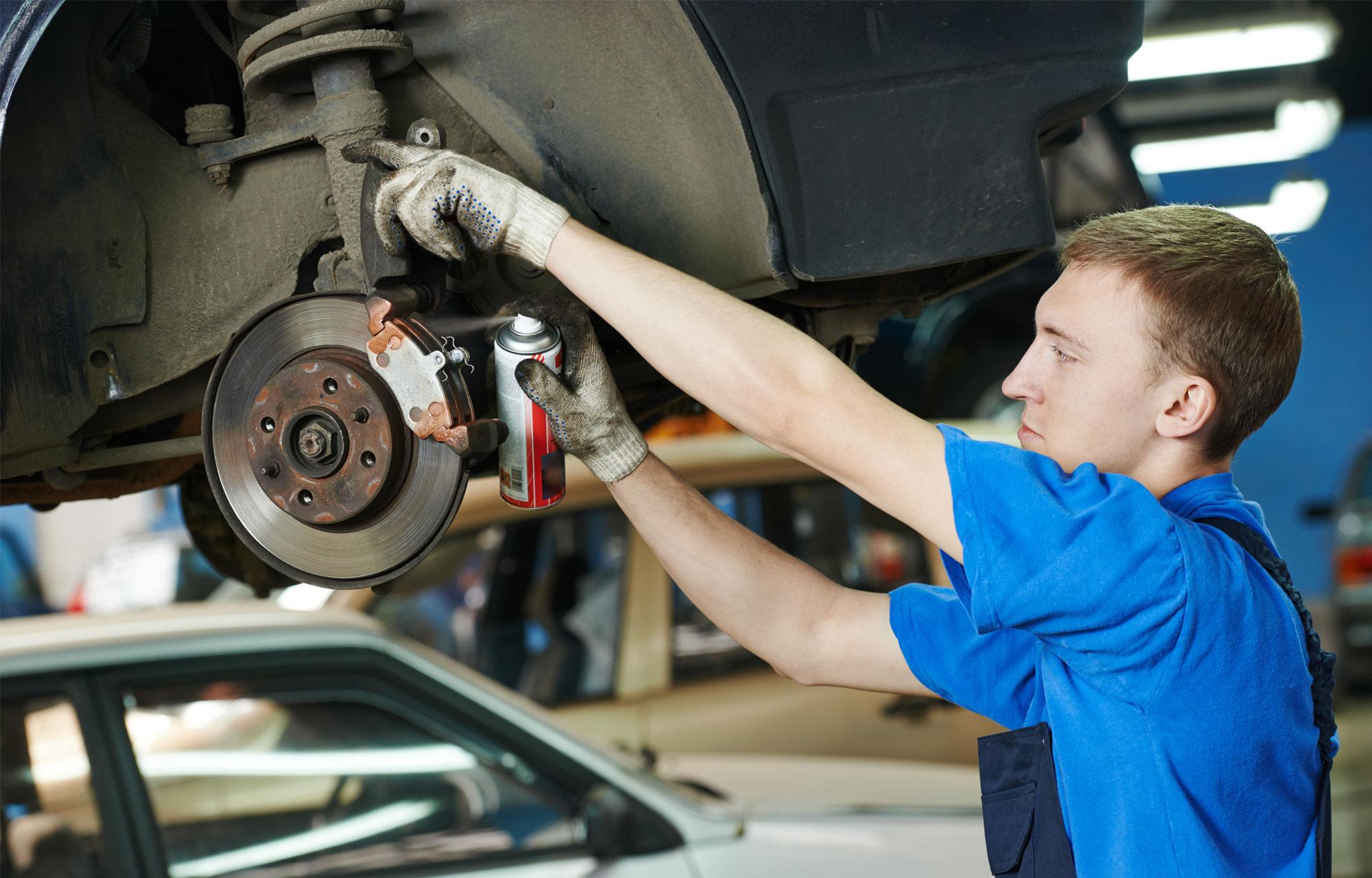 Bestil Ford service online hos autoriserede Ford værksted