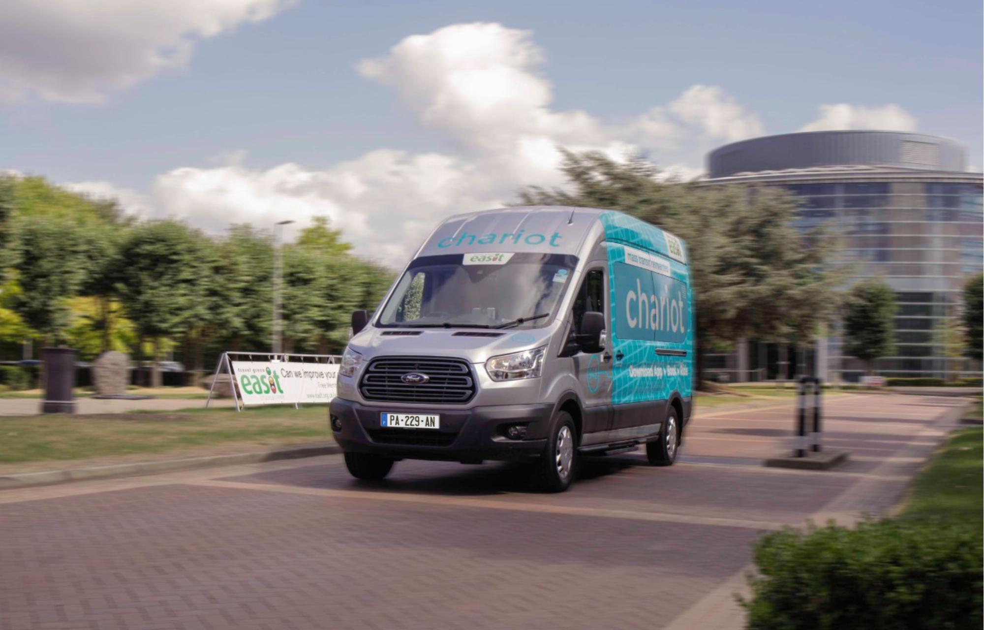 Pour faciliter les trajets domicile/travail à Londres, Ford étend son service de navettes à la demande Chariot aux entreprises
