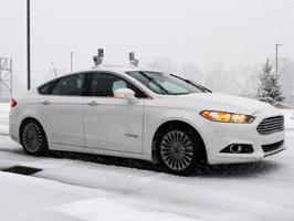 A Ford az iparágban elsőként teszteli önjáró autóit havas utakon