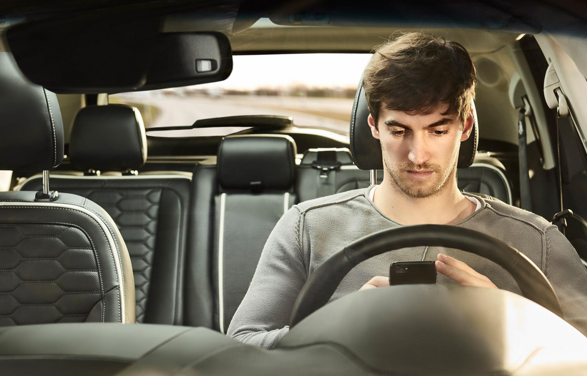 Fiatal autóvezetők