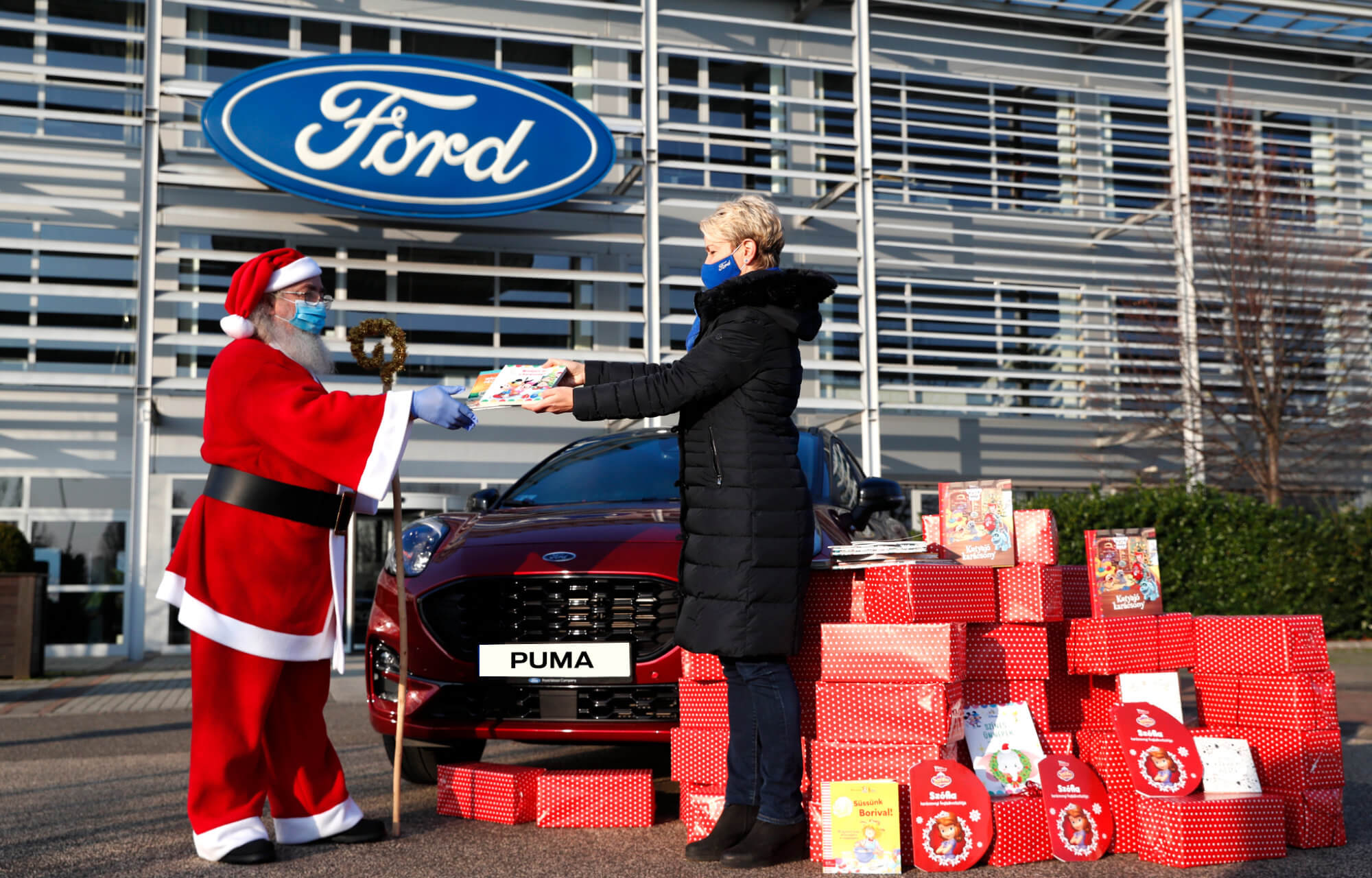 Jótékonykodik a Ford