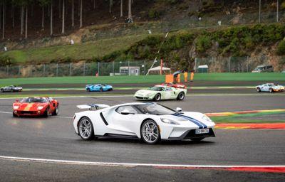 **Indrukwekkende Ford GT40 Le Mans '69 revival met Jacky Ickx**