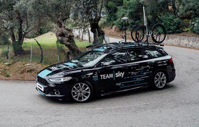 La Mondeo AWD ST-Line et Tourneo Custom font partie de Team SKY