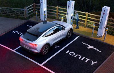 Découvrez les aides financières disponibles pour l'achat de véhicules électriques Ford !