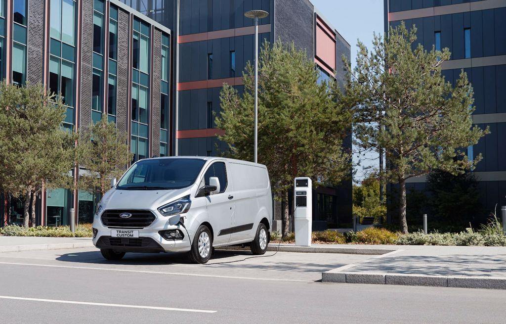 Ford Transit Custom Plug-In Hybrid Garage Baumann Schwarzenbach