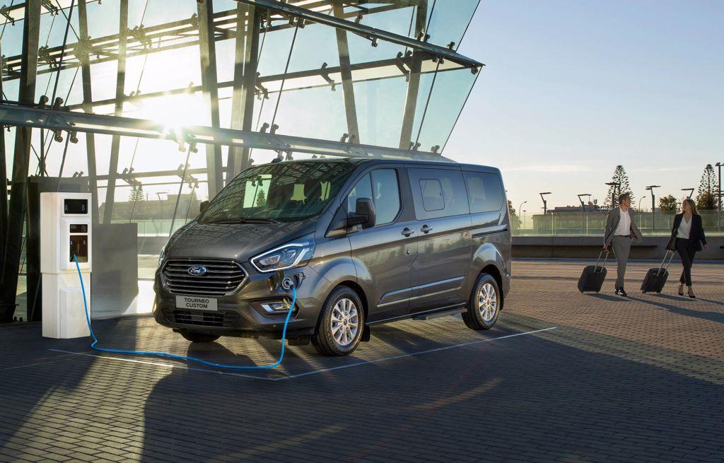 Neuer Ford Tourneo Custom Hybrid