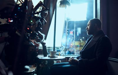 Ford afslører Idris Elba som ambassadør for Mustang-inspireret elbil