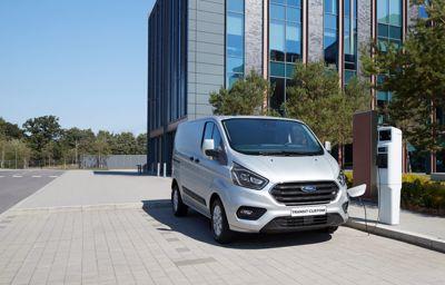 Ford sætter strøm til varebiler i 2023