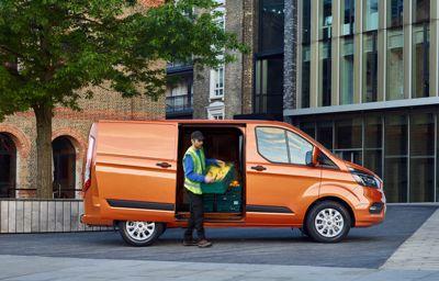 Ford Transit Custom edullisesti leasingilla alk. 263 €/kk.