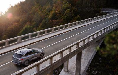Fordin WRC-kuskien ensituntumat Ford Kuga ladattavasta hybridistä