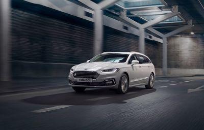 Ford esitteli uuden Ford Mondeon ja ainutlaatuisen uuden Mondeo Hybrid Wagonin