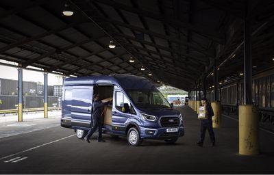 Uusi Ford Transit tehostaa yritysten tuottavuutta pienemmällä polttoaineenkulutuksella, paremmalla kantavuudella ja yhteysominaisuuksilla