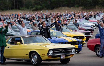 Ford teki uuden maailmanennätyksen kaikkien aikojen suurimmalla Mustang-kulkueella