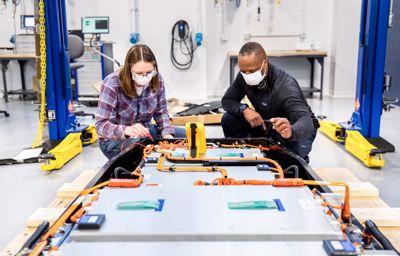 Ford accélère la R&D sur les batteries avec une équipe dédiée et un nouveau centre d'excellence mondial baptisé Ford Ion Park