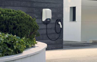 Ford présente son dispositif pour recharger ses véhicules électrifiés, chez soi ou à travers toute l'Europe