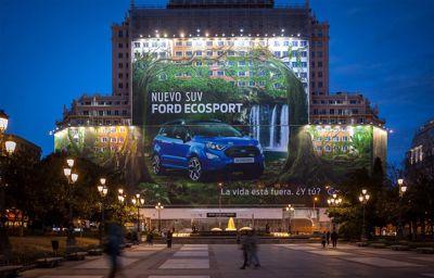 Ford établit le record du monde de la plus grande affiche publicitaire