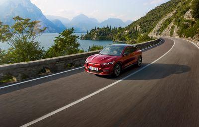 La famille Mustang s'agrandit : voici la Ford Mustang Mach-E, 100% électrique, puissante et racée