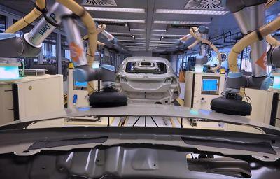 Comment les robots aident et accompagnent les employés de l'usine qui fabrique la Ford Fiesta ?
