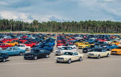 Nouveau record du monde : une parade de 1 326 Ford Mustang en Belgique