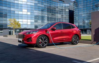 Nouveau **Ford Kuga** : le SUV intelligent et connecté avec 3 motorisations hybrides