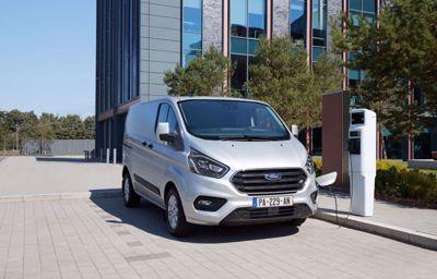 Pour un air plus pur en ville, près des écoles et des aires de jeux : Ford introduit le mode électrique automatique