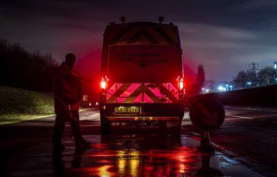 **Ford veut protéger le personnel routier grâce à des panneaux lumineux inédits pour les utilitaires**