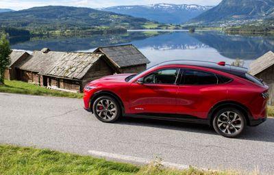 Sinueuses, rapides ou pavées : la Mustang Mach-E 100% électrique à l'épreuve des routes européennes