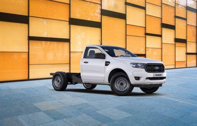 **Ranger** Châssis Cabine Benne Acier EcoBlue Diesel à partir de 299€ HT/mois(1)