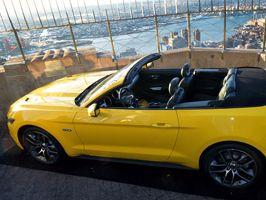 Ford Mustang Cabrio 300 méterrel Manhattan fölött