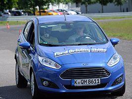 Tovább dolgozik a Ford Európában a fiatalok magabiztos autóvezetési ismereteiért