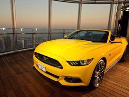 Mustang - a világ legmagasabb épületén