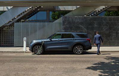 Silencieux, baroudeur et doté de 7 vraies places : Voici le SUV familial Ford Explorer PHEV