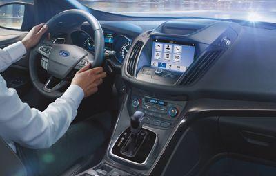 Restez connectés ! La connectivité automobile améliore votre sécurité et vous apporte plus de confort lors de vos trajets