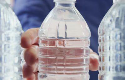 Environnement : Ford transforme des millions de bouteilles plastiques en tapis pour ses véhicules