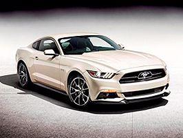 Ford viert 50 jaar Mustang op Circuit Park Zandvoort