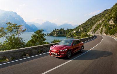 Nieuwe test toont dat de Ford Mustang Mach-E tot 30% sneller kan laden dan verwacht