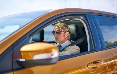 Bekroonde acteur Mads Mikkelsen schittert in nieuwe korte film 'Le Fantôme'