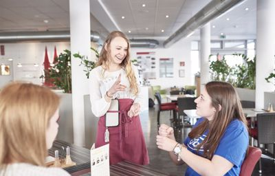 Bestel je drankje in gebarentaal in nieuw pop-up café