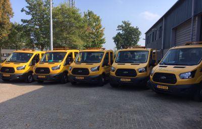 Ford Garage van Leussen levert 5 nieuwe Ford bedrijfswagens aan de Gemeente Dalfsen.