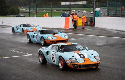 Indrukwekkende Ford GT40 Le Mans '69 revival met Jacky Ickx