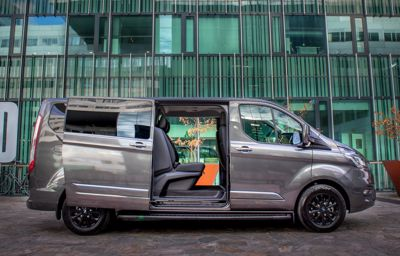 Ultieme luxe en stoere looks – de nieuwe Transit Custom Platinum Edition