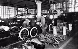 Ford feirer 100-årsdagen for samlebåndet med nye mål for av