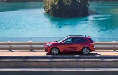 **Ford avduker helt ny sporty Kuga som ladbar hybrid, full hybrid og mild hybrid**