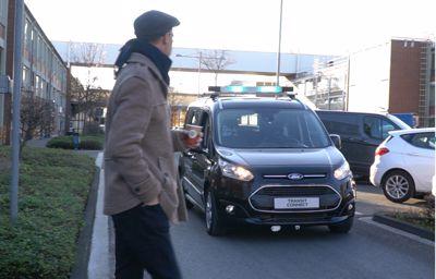 Slik får Ford selvkjørende biler til å «snakke» med fotgjengere