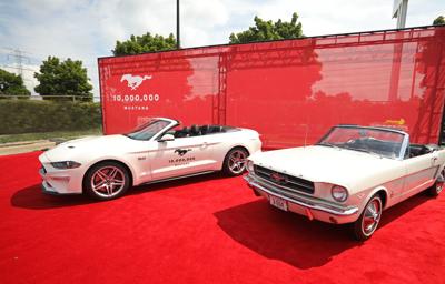 Ford feirer produksjon av Mustang nummer 10 millioner!