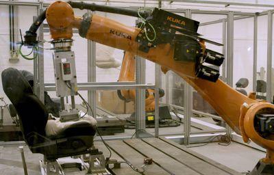 **Rumperobot sikrer at Fords bilseter tåler svette kropper**