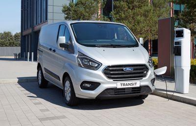 **Fords bestselgende rekke av nyttekjøretøy elektrifiseres – avslører helelektrisk 2-tonns Transit**