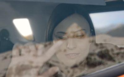 Ford med bilvinduer som skal la blinde føle utsikten