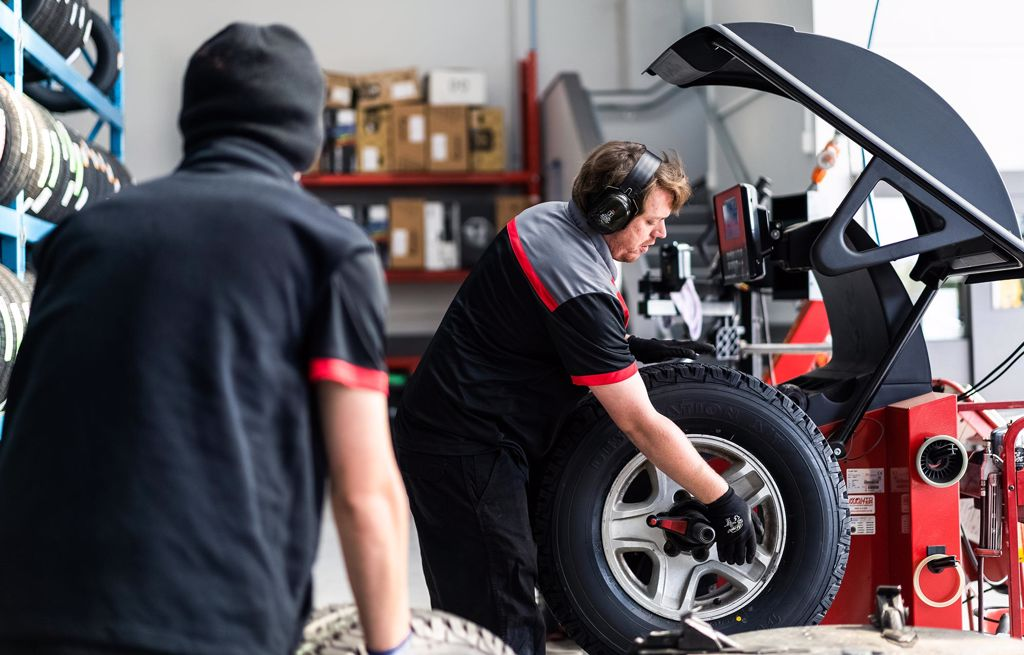 Team Hutchinson Bridgestone Tyre Centre in Christchurch